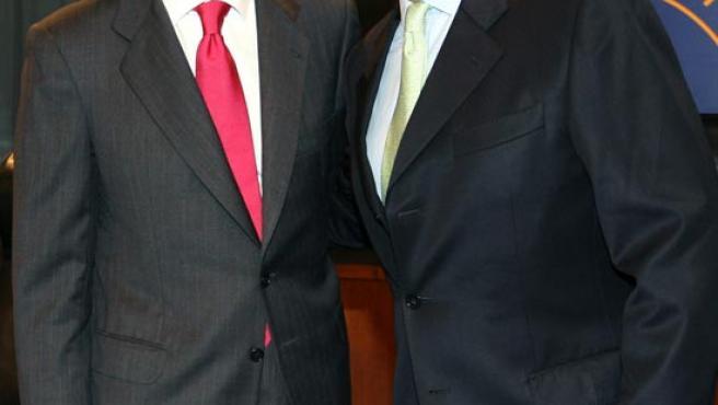 Aznar junto al ex presidente colombiano Andrés Pastrana en la Casa de América de Madrid. EFE/J.C.Hidalgo