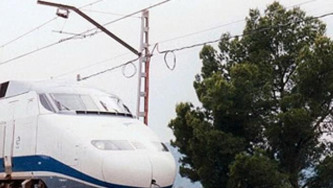 Tramos del cableado de cobre de una catenaria de la línea del tren. (Railwaymania )