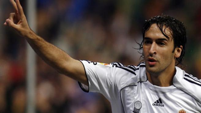 Raúl celebra un tanto, en una foto de archivo. (Efe)