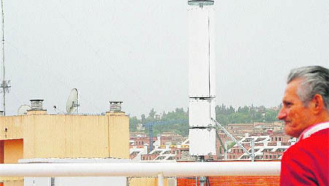 La antena de la discordia se encuentra en la azotea de un edificio de oficinas (Aníbal González).