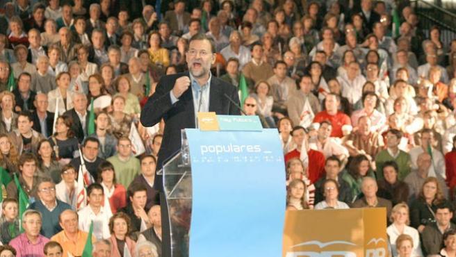 Mariano Rajoy, ayer en Cáceres. (EFE)