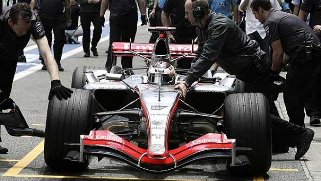 El McLaren de Raikkonen en Interlagos. (Efe)