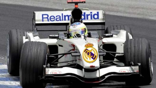 Fotomontaje: así quedaría un monoplaza de la Fórmula 1 blanco y con el escudo del Real Madrid.
