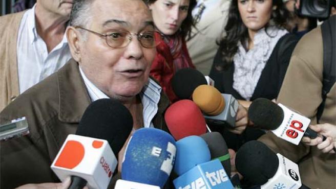 El propietario del bar, tras el juicio rápido celebrado en Sevilla (Foto: Efe)