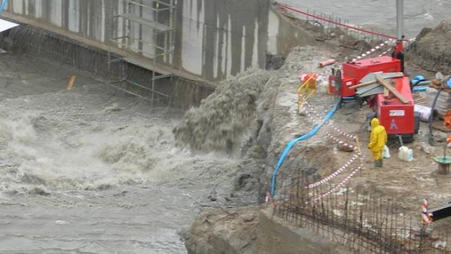 La rotura de un dique provocó la entrada del agua en las obras (Eduardo Robles)