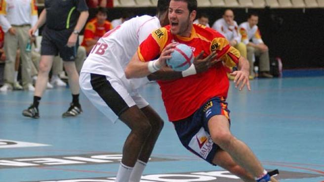 Iker Romero, durante un partido ante Túnez. (Efe)