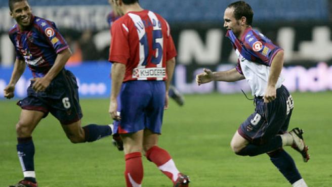 Nino celebra su gol ante el Atlético. (Efe)