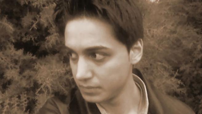 El bloguero iraní Kianoosh Sanjari, encarcelado por ejercer la libertad de expresión.