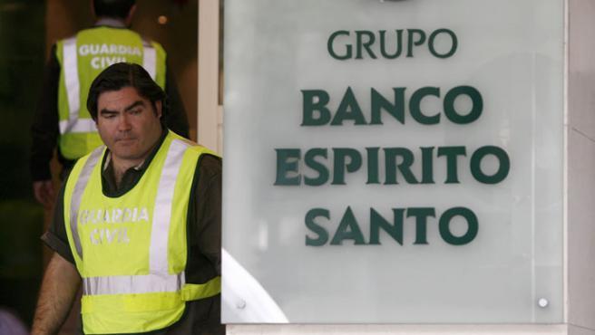 Imágenes del registro en el Banco Espirito Santo(Sergio Perez / Reuters)