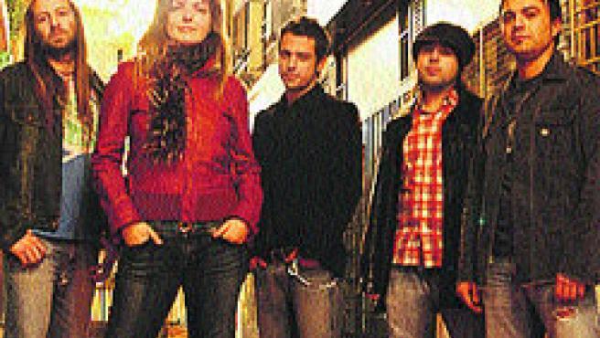 El quinteto valenciano Euro Trash Girl, liderado por Judit.