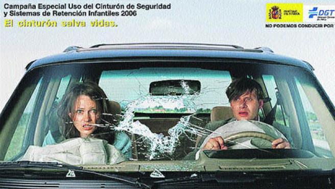 Cartel de la nueva campaña por el uso del cinturón de seguridad.