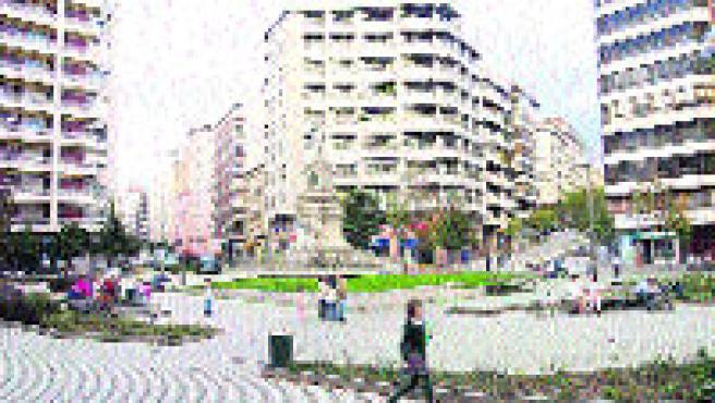 La praza da Independencia renovará todo el adoquín. (M. Vila)