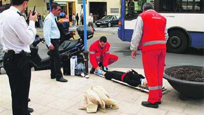 Una mujer fue atropellada por un autobús. (Francisco González)