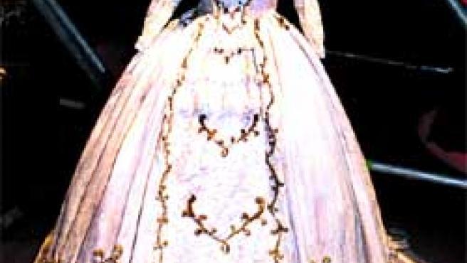 'SISSI'. Uno de los modelos que lucía Romy Schneider en su inolvidable papel de Sissi emperatriz.
