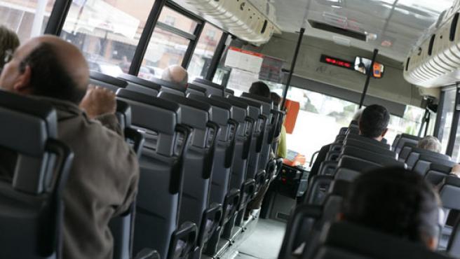La espera del autobús 721 se hace muchas veces eterna