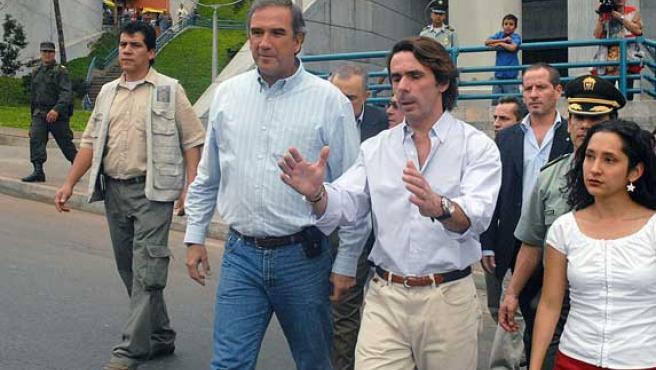El ex presidente de España José María Aznar (c). (Edgar Domínguez / Efe)