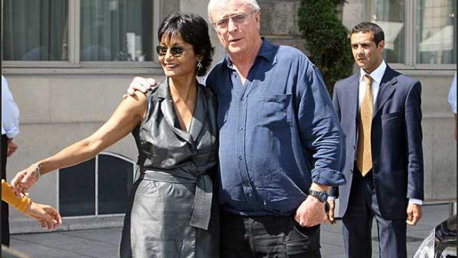 Michael Caine y su esposa Shakira ©Korpa