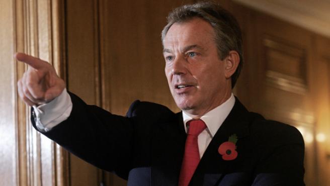 Tony Blair responde a las preguntas de los periodistas en su habitual rueda de prensa mensual en Downing Street