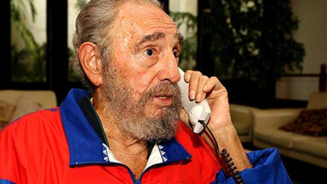 Fidel Castro reapareció en televisión vestido con ropa deportiva el día de su 80 cumpleaños. (Juventud Rebelde)