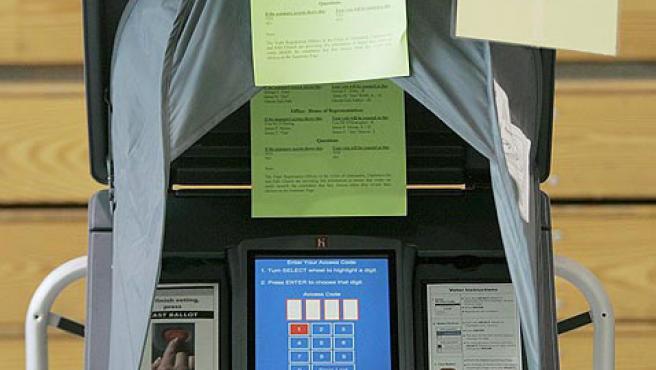 Por primera vez, EL 80% de los votantes usaban estas máquinas electrónicas en lugar de urnas. (EFE)