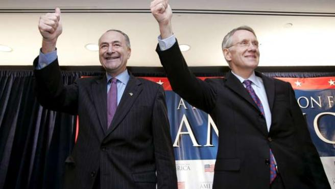 El senador demócrata por Nueva York, Charles Schumer y el senador demócrata por Nevada Harry Reid (EFE)