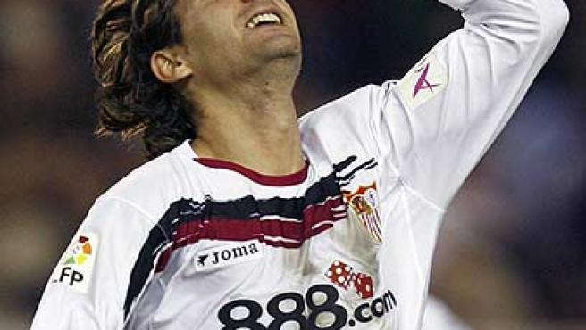 Escudé celebra su gol. (Efe)