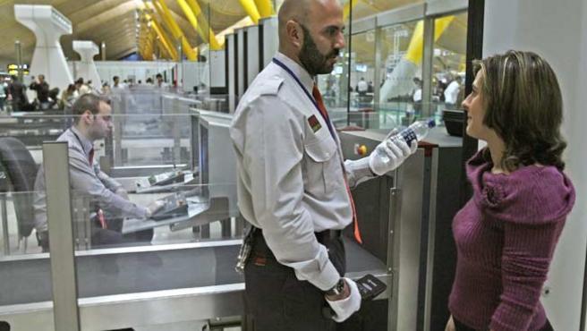 En vigilancia y seguridad los turnos rotan durante las 24 horas del día.