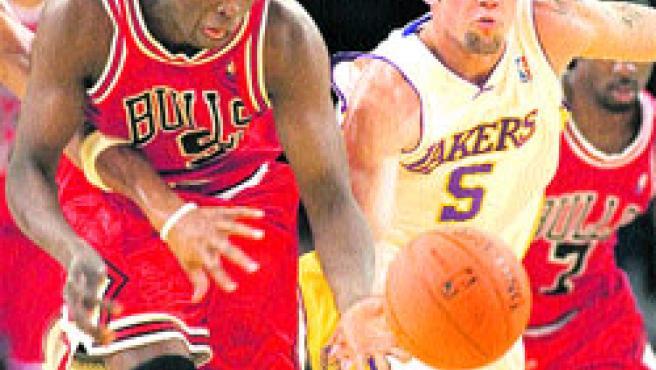 La NBA dejó un partido entre los dos equipos que más dominaron el campeonato durante las últimas décadas.(Reuters)