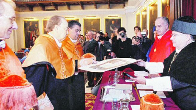 En su discurso, explicó que la sociedad civil española consiguió operar en los 60 y 70 una «metamorfosis total».