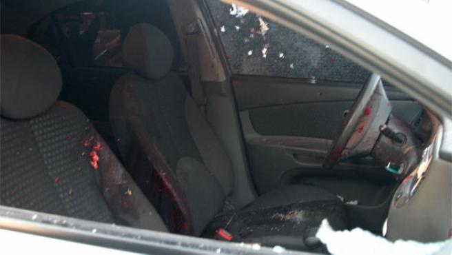 El automóvil en el que viajaba Gemayel presenta numerosas manchas de sangre e impactos de bala (Foto: Reuters)