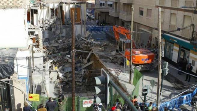 Vista general de la obra en Santiago el Mayor (Murcia) donde una mujer murió y un obrero resultó herido al derrumbarse una vivienda (Foto: Efe)