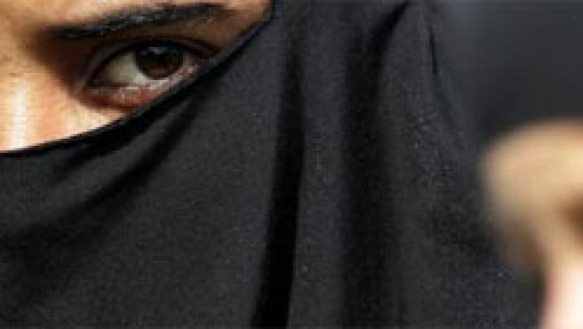 La polémica con el velo islámico sigue recorriendo Oriente y Occidente.