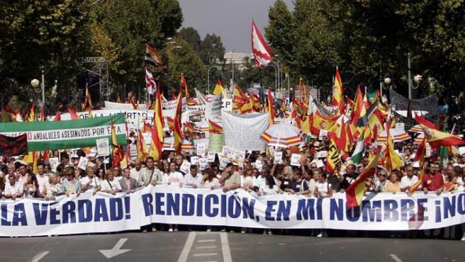 Manifestación en Sevilla de la AVT. (Efe)