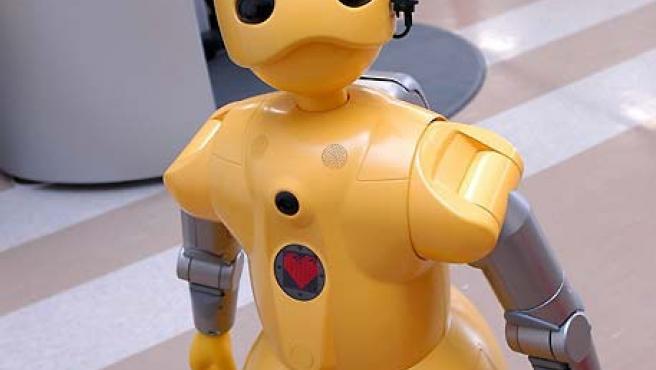 El robot WakaMaru de Mitsubishi ha sido perfeccionado para ayudar en las labores domésticas diarias. (Efe)