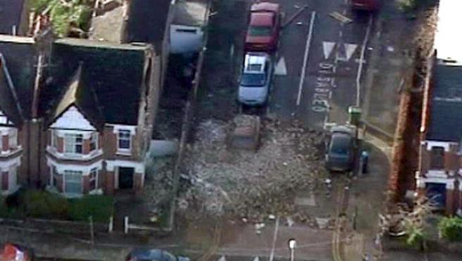 El tornado que hoy ha golpeado a Londres ha dejado varios heridos.