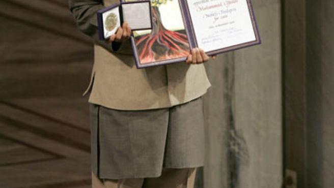 Yunus recibe el Premio Nobel de la Paz (Leonhard Foeger / Reuters)