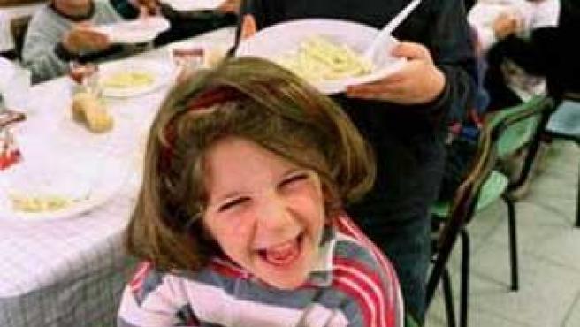 Varios niños con comida vegetariana (V.Pinto/Reuters)