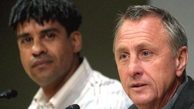 Johan Cruyff y Frank Rijkaard en una imagen de archivo.