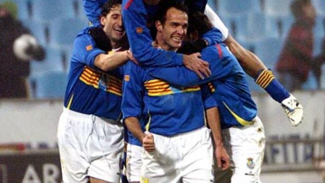 La selección aragonesa celebra el gol conseguido en el último minuto. (Efe)