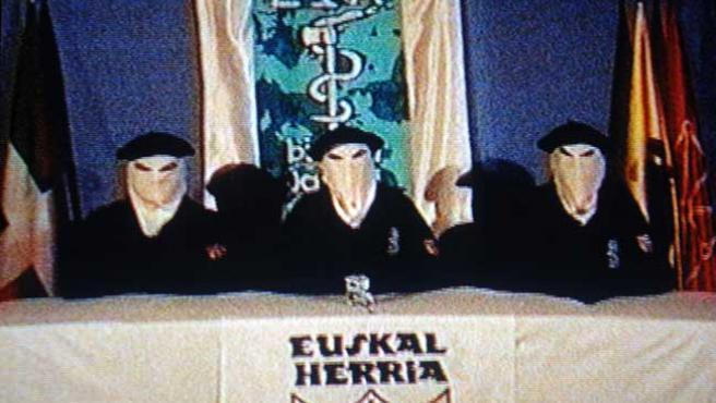 El 22 de marzo ETA anunció un el fuego. (ARCHIVO)