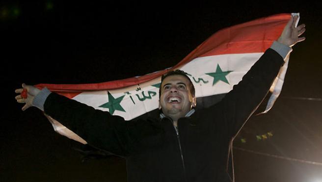 Un estadounidense de origen iraquí celebra la ejecución de Husein, en Dearborn, Michigan