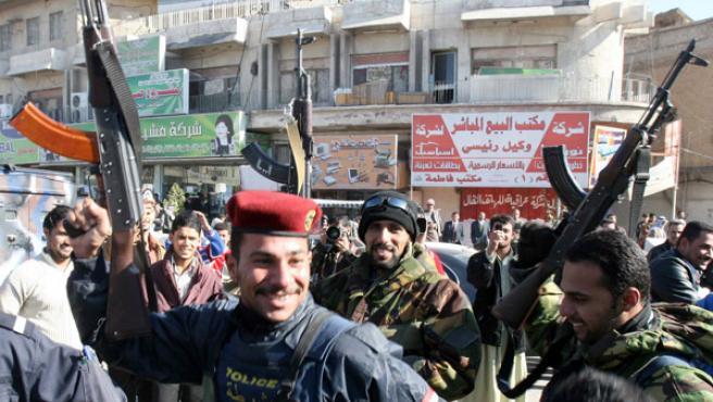 Miles de iraquíes salieron a la calle a celebrar la muerte del ex dictador.