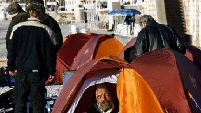 Los Hijos de Don Quijote montan campamentos en cien ciudades francesas para cobijar a los sin techo.