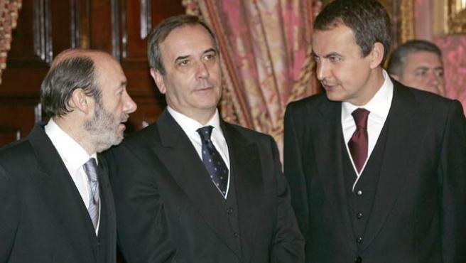 De iz a d: Alfredo Pérez Rubalcaba, José Antonio Alonso y José Luis Rodríguez Zapatero, el pasado sábado. (EFE)