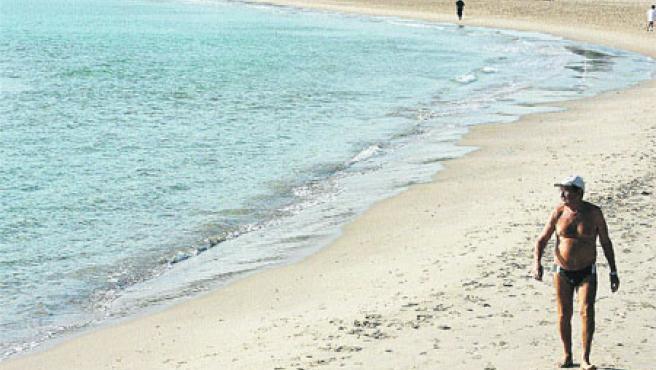 La playa tarraconense de L'Arrabassada. (Jaume Sellart / Efe)