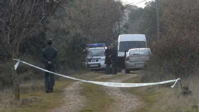 Agentes de la Guardia Civil mantienen acordonada la zona de investigación. (EFE/Pablo Otín)