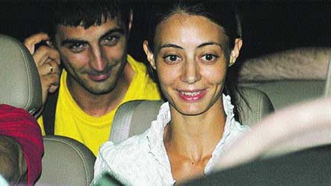 Ana María y su marido tras ser puesta en libertad.(Archivo)