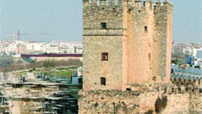 Aspecto actual de la torre de La Calahorra, que ya está cerrada por las obras de remodelación.(R. Serrano)