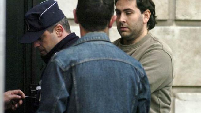 El presunto etarra Asier Larrinaga a su llegada al tribunal de Pau (Francia) (Foto: Efe)