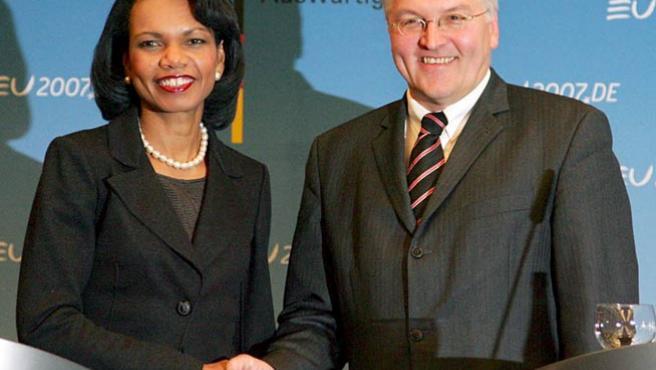 Rice y su colega alemán, Frank-Walter Steinmeier. (Gero Breloer / EFE)